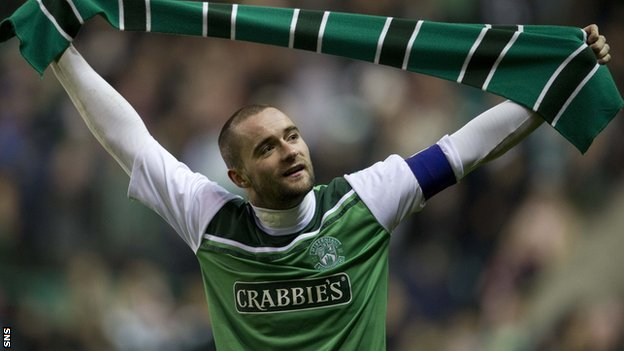 McPake shows his appreciation of Hibs fans