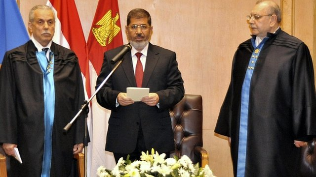 Mohammed Mursi (centre) at his swearing-in ceremony
