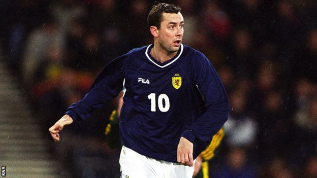 Don Hutchison playing for Scotland in 2000