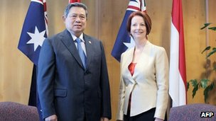 Indonesian President Susilo Bambang Yudhoyono meets with Australian Prime Minister Julia Gillard at the Northern Territory Parliament House in Darwin on 3 July, 2012