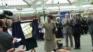 Princess Anne unveils a plaque at Tynemouth Station