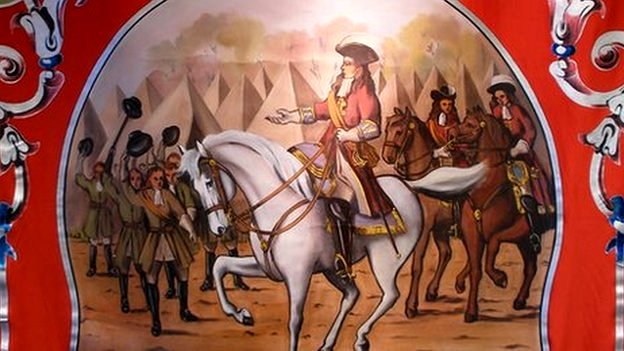 This banner depicts William of Orange on his distinctive white horse being hailed by his troops at their camp before the Battle of the Boyne. James II was defeated, ending his hopes of taking back his throne.