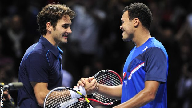 Roger Federer and Jo-Wilfried Tsonga in the final of the 2011 ATP World Tour Finals