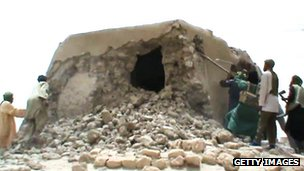 Islamist militants destroying an ancient shrine