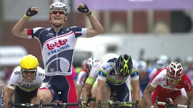 Andre Greipel (second left) wins ahead of Mark Cavendish (left)