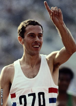 Steve Ovett wins the 800m final at the 1980 Moscow Olympics