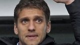 Stiliyan Petrov acknowledges the Aston Villa fans