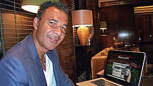 Ruud Gullit looks at the Cloozup website
