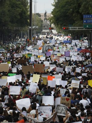 Tens of thousands of Mexicans march along Avenida Reforma in the capital