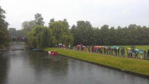 Crowds by river Cam