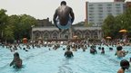 Man dives into pool on New York&#039;s Lower East Side - 7 July