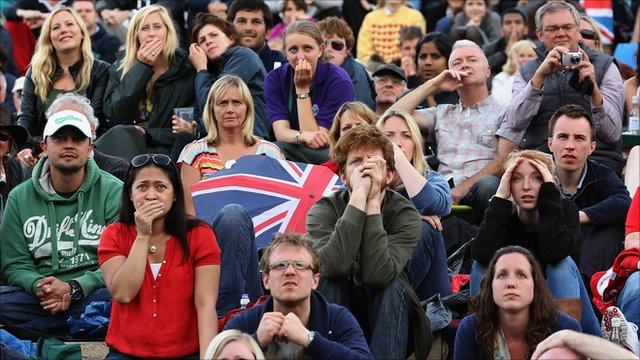 The Wimbledon crowd react to Andy Murray's final defeat