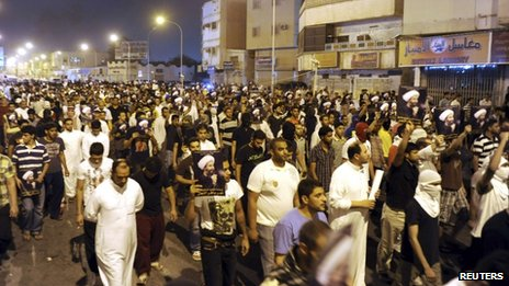 People protest against the arrest of Sheikh Nimr al-Nimr in Qatif, Saudi Arabia (9 July 2012)