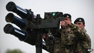 RAF crew with Starstreak missile launcher
