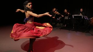 Shakti Mohan performing with a string quartet