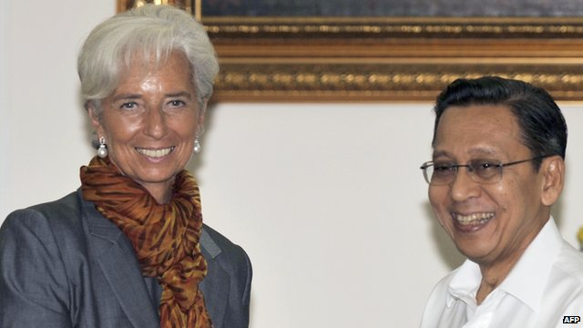 Christine Lagarde  shakes hands with Indonesian Vice President Boediono in Jakarta
