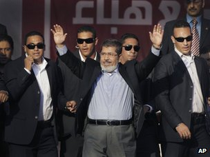 Mohammed Morsi greets supporters after his election victory (29 June 2012)