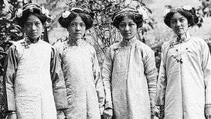 Four women in Chinese clothes, Hong Kong