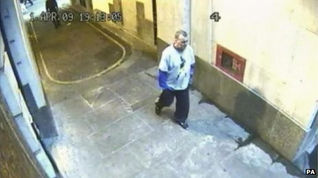 CCTV image of Ian Tomlinson on 1 April 2009