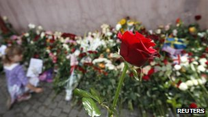 A rose is seen at Oslo Cathedral where people placed flowers to pay their respects to those killed in last month's bomb and shooting attacks, in Oslo August 21, 2011