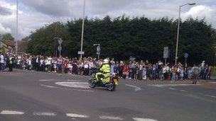 Crowds out on the Bath Road