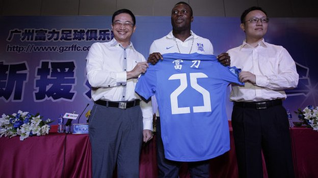 Yakubu with his new Guangzhou R&F shirt