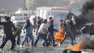 Fishermen clash with police in Valparaiso