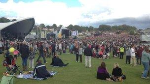 Hudson's Field crowd