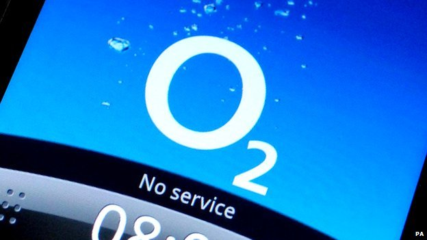 A mobile phone on O2 displaying No Service message.