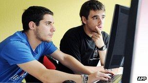 Spanish trainees on apprenticeship in Karlsruhe, Germany, 12 Jul 12