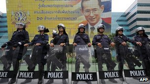 Thai riot policemen stand guard prior the verdict against the ruling party at the Constitutional Court in Bangkok on July 13, 2012