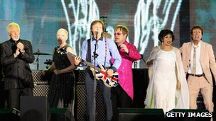 (l-r) Sir Tom Jones, Annie Lennox, Sir Paul McCartney, Sir Elton John, Dame Shirley Bassey and Sir Cliff Richard at the Diamond Jubilee concert.