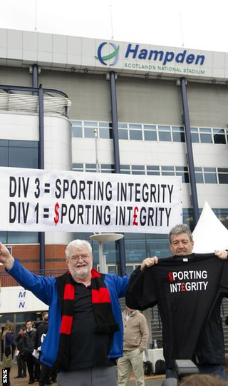 Fans protest outside Hampden as the SFL chairmen arrive