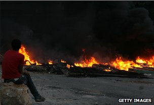 Tyres burn in the northern Lebanese city of Tripoli 