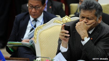 Diplomat texting