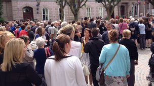 Crowds in the Royal Square