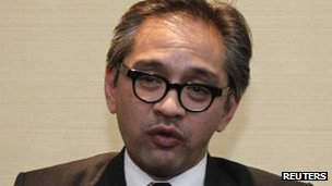 Indonesian Foreign Minister Marty Natalegawa attends a media briefing in Hanoi, 18 July 2012