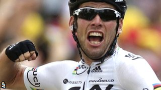 Mark Cavendish punches the air in celebration of his victory on Stage 18