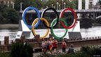 Runners in front of the Olympic rings at Battersea