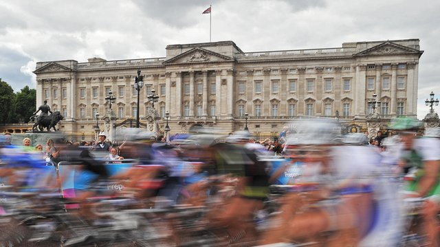 Road cycling outside Buckingham Palace