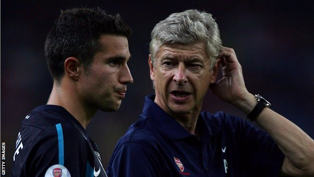 Arsenal captain Robin van Persie and manager Arsene Wenger