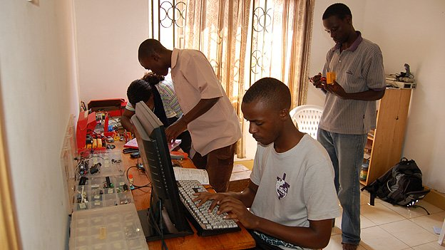 Students at work in Solomon King's home lab