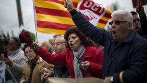 Pensioners protest against Catalan government cutbacks