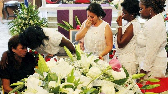 Mourners at Oswaldo Paya's funeral mass