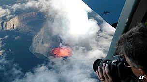 Karthala volcano erupts