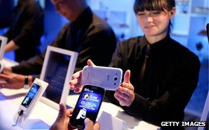 Users trying out the Samsung Galaxy S3