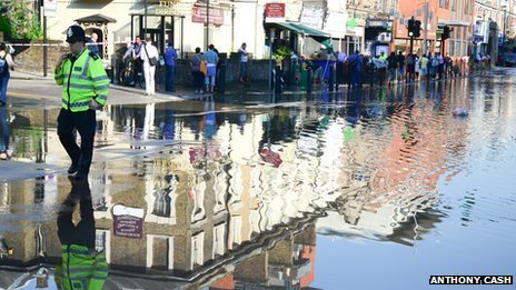 Flooding in Kilburn High Street