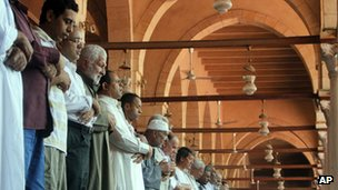Egyptians pray at the Amr Ibn Al-As mosque in Cairo during the first day of Ramadan (July 20, 2012)