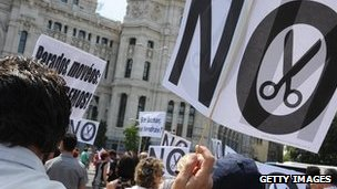 Government workers protest austerity cuts in Madrid
