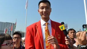 China's basketball player Yi Jianlian poses during an arrival ceremony at the Olympic Village in London, 25 July 2012